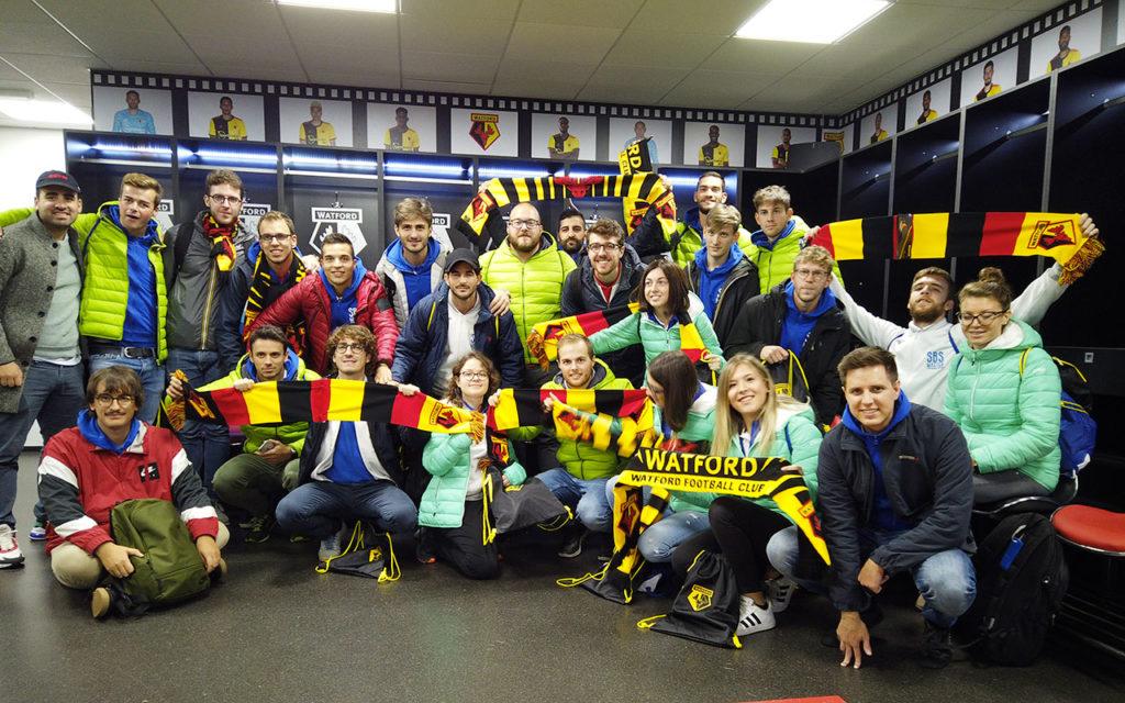 Foto di gruppo nello Spogliatoio del Watford